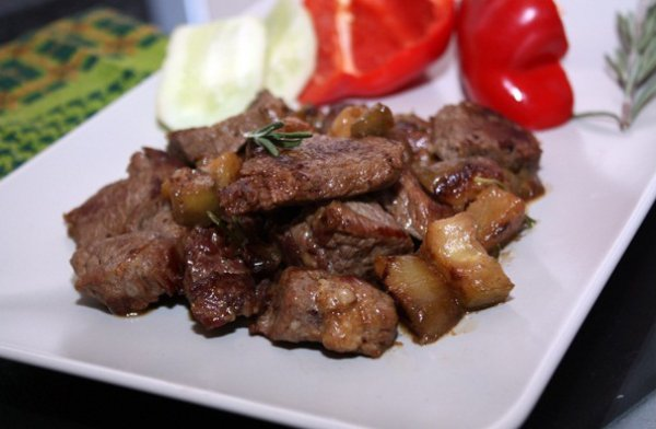 Рецепт                  Тушеное мясо с баклажанами