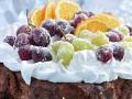 Рождественский кекс с фруктами и меренгой