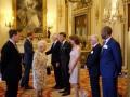 Елизавета II вместе с Дэвидом Бекхэмом наградили молодых ученых