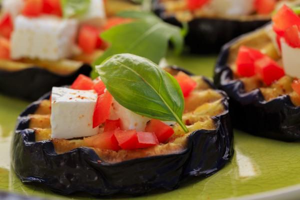 Рецепт                  Закуска из баклажанов с помидорами и сыром