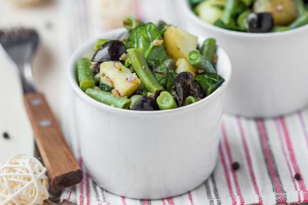 Теплый картофельный салат с зеленью
