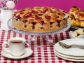 Как приготовить пирог с ягодами и миндалем