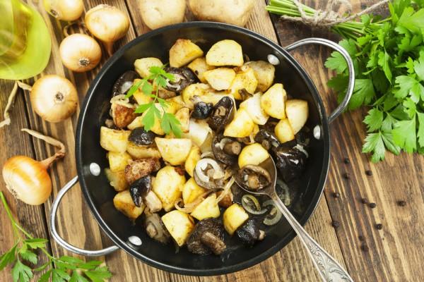 Постный жареный картофель с грибами - Рецепты. Кулинарные рецепты блюд с фото - рецепты салатов, первые и вторые блюда, рецепты