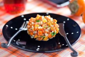 Подавай сальсу как салат или соус к мясу