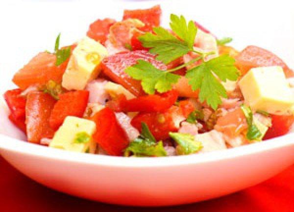 Рецепт                  Салат из курицы с помидорами и грецкими орехами