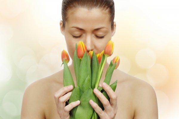 Для многих символом восьмого марта являются тюльпаны