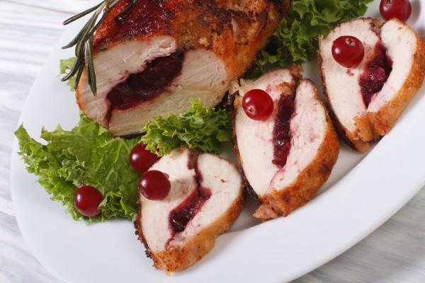 Рецепт                  Рецепты на Новый год: Рулет из индейки с клюквой