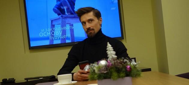 Праздник к нам приходит: Дима Билан презентовал новый новогодний клип