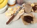 Как приготовить шоколадно-банановый смузи