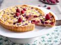 Французский тарт с малиной и ежевикой