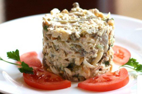 Рецепт                  Салат из ветчины с шампиньонами и зеленым горошком