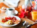 Бутерброды с яйцом-пашот и ветчиной