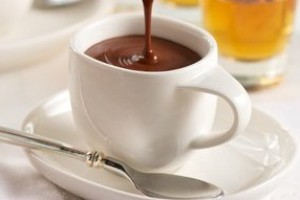 Бренди можно добавить в шоколад или подавать отдельно