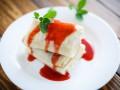 Блины с ягодным соусом: Три идеи для завтрака