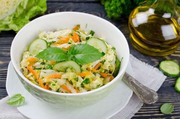 Рецепт                  Салат из пекинской капусты, моркови и огурцов