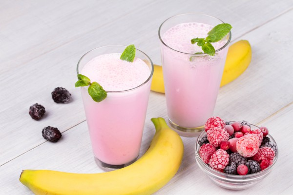 Рецепт                  Смузи из банана и замороженных ягод