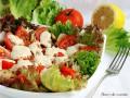 Куриный салат с помидорами и грибами