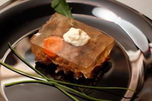 Холодец - традиционное пасхальное блюдо