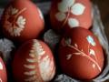 Как украсить пасхальные яйца растительным узором (видео)
