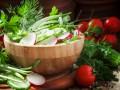 Весенний салат из черемши с помидорами и редисом