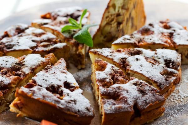 Пирог с яблоками и специями