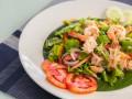 Что приготовить на 8 марта: ТОП-5 салатов с креветками