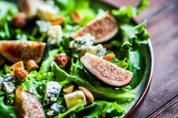 Рецепт                  Салат из инжира с орехами и сыром