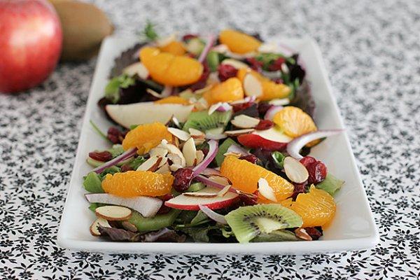 Рецепт                  Летний салат из киви и яблок с орехами