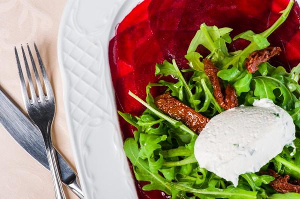 Рецепт                  Карпаччо из свеклы с сыром и рукколой