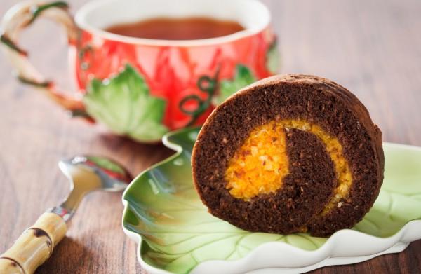 Тыквенный рулет с шоколадной начинкой – кулинарный рецепт