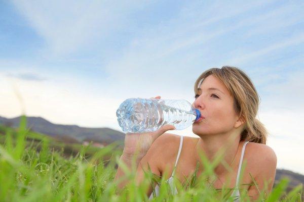 Пей больше воды и меньше времени проводи на солнцепеке