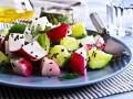 Весенний салат из редиса с огурцами и фетой