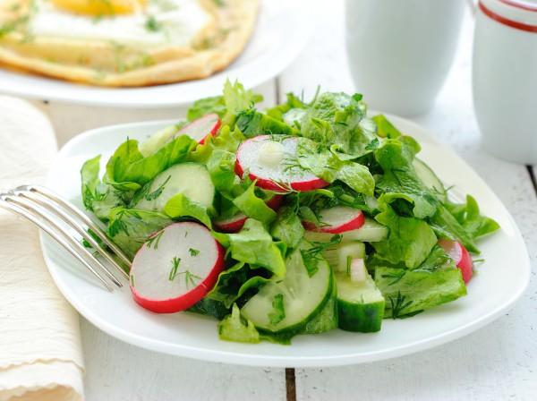 Рецепт                  Весенний салат из редиса и огурцов