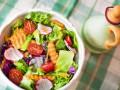 Летний салат из капусты с редисом