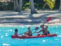 Йога и плаванье: Как Дженнифер Энистон отдыхает с мужем на Бора-Бора