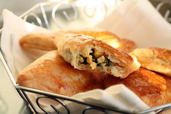 Рецепт                  Слоеные пирожки с яйцом и зеленым луком