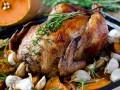 Запеченная курица с чесноком и тыквой