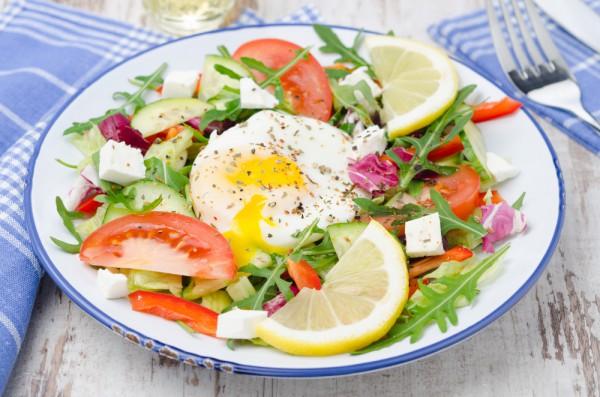 Рецепт                  Овощной салат с яйцом-пашот