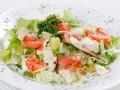 Салат из лосося с огурцами и сыром