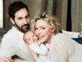 Кэтрин Хейгл появилась на обложке журнала с новорожденным сыном