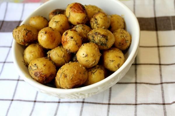 Рецепт                  Запеченный картофель с укропом и чесноком