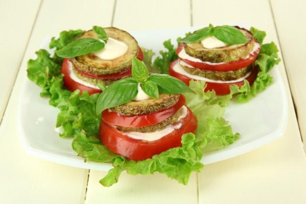 Рецепт                  Жареные кабачки с помидорами и майонезом