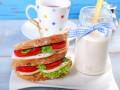 Итальянский завтрак: сэндвич Капрезе