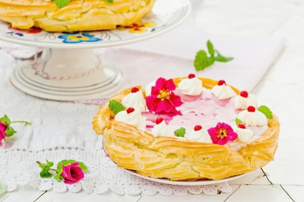 Рецепт                  Рецепты на 8 марта: Торт из заварного теста с ягодным кремом