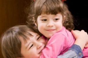 Как ребенок относится к своим братьям или сестрам в разном возрасте