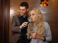 Евровидение 2017: Alyosha вручили символ конкурса из шоколада