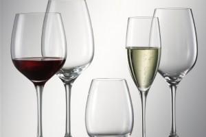 Для вина следует выбирать специальные бокалы