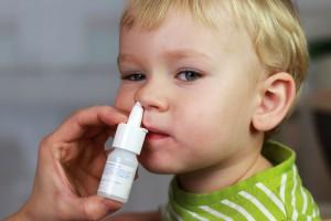 Если ребенку необходимо закапать нос, можешь предложить сначала поиграть с необычным приборчиком