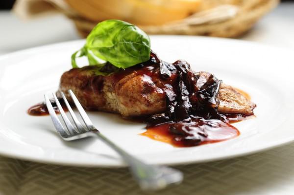 Рецепт                  Жареная свинина с черносливом