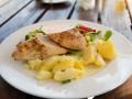 Весеннее жаркое из курицы, картофеля и горошка